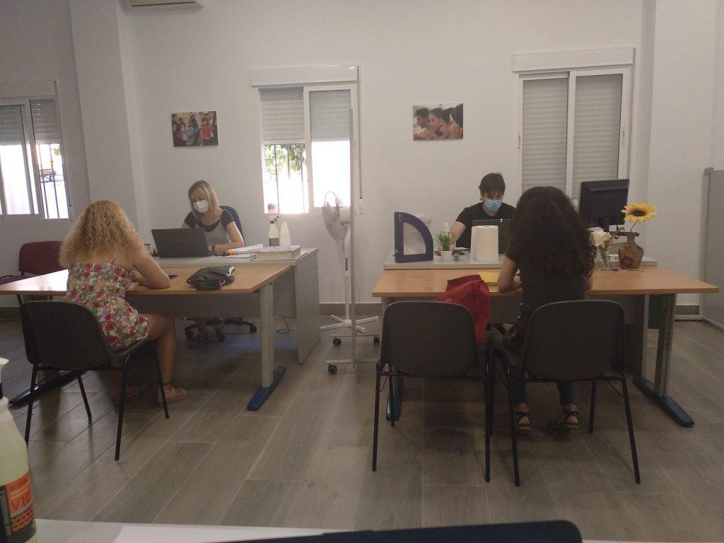 La oficina Andalucía Orienta de Cruz Verde vuelve a atender presencialmente